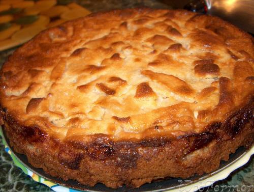 вкусный и пышный яблочный пирог