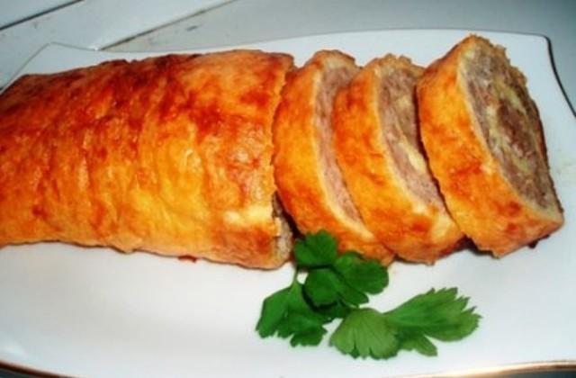 Яичнo-мясной рулeт