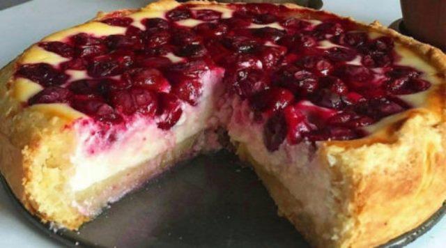 Бесподобный ягодный пирог с нежной начинкой. Вкусно и красиво!