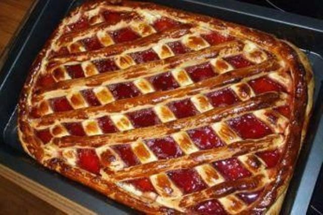 Пирог с вареньем получается невероятно нежным, ароматным и очень вкусным. ЭТО ФАНТАСТИКА, ЧЕСТНОЕ СЛОВО!