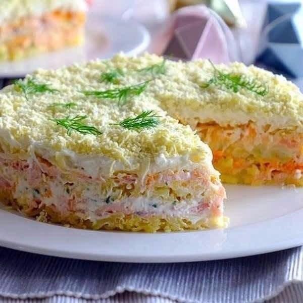 """Праздничный салат - """"Фурор"""" с таким салатам успешный и сытный праздничный стол обеспечен!"""