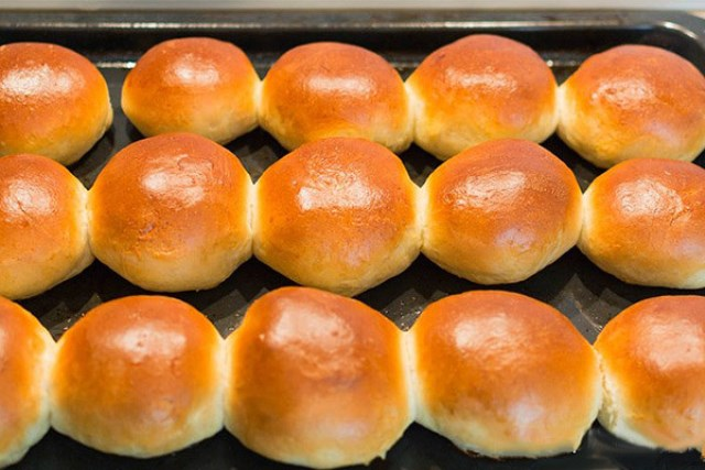 Все помнят вкус и запах свежих булочек из школьной столовой. Пышные и румяные, воздушные...  мням
