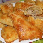 Вкусные слоеные пирожки с тунцом получаются очень сочными и пышными и хрустящими одновременно. Удачный рецепт.