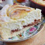 Воздушный творожный пирог с яблоками дейсвительно тает во рту! Куда там магазинному! Непременно попробуйте!