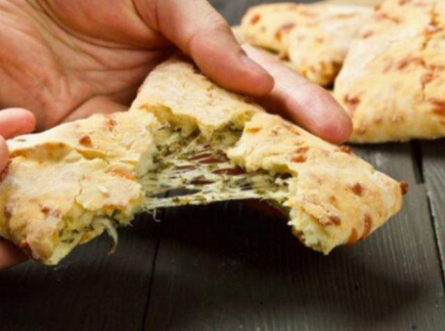 Эти сырные лепёшки я всегда использую вместо хлеба. Они идеально сочетаются со всеми блюдами где нужен хлеб!