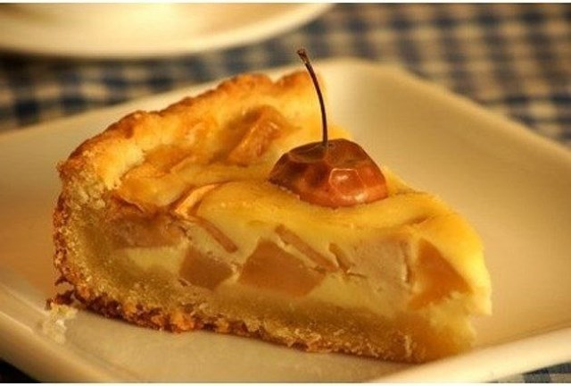 Яблочный пирог. Еще одна вариация на тему яблочного пирога, вся прелесть этого пирога в сливочной заливке.