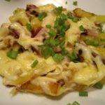 Картошка с сыром на сковороде до боли простое блюдо, но сколько радости она приносит моим домашним. Меня это даже немного удивляет.