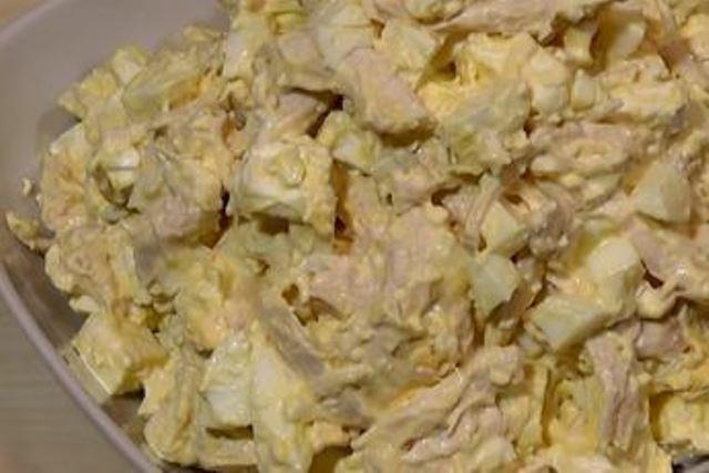 Салат «Белоснежка»: очень вкусно и просто - cалат из трех продуктов на скорую руку