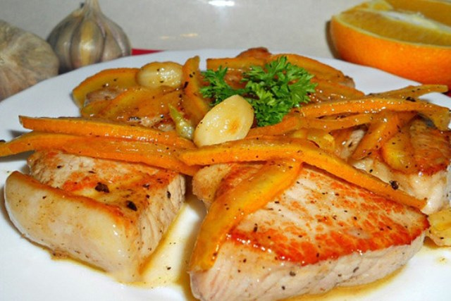 Свинина в цитрусовой карамели Мясо готовится очень быстро, получается вкусно и изысканно.
