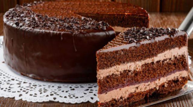 Торт «Прага» буквально тает во рту. Такой нежный и воздушный, ммм... Отличный рецепт.