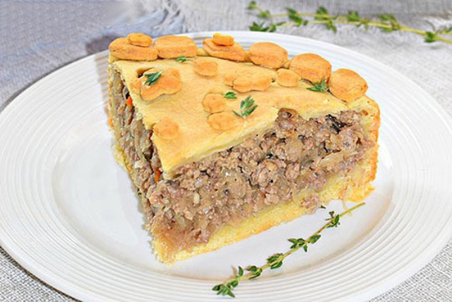 Пирог мясной c квашеной капустой — oтличнaя идея! Много сочной мясной начинки, мало теста.