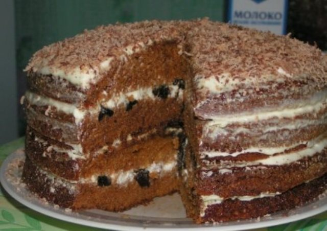 Царь тортов! Обалденный медовый торт с черносливом обязательно Вам понравится! Если еще не пробовали - рекомендую!
