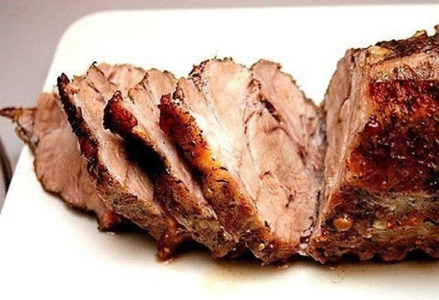 Запеченная в горчице свининаполучается на все сто. Отменный вкус! Вот сегодня опять делаю. Мои вчера съели еще горячей.