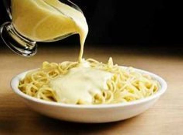 С такой сырной подливой самые обычные макароны приобретают неповторимый вкус!