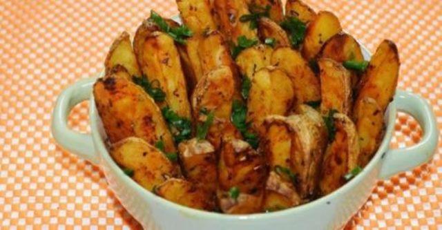 Картошка по-деревенски, запеченная в духовке. Это для меня настоящая находка! Не думала, что так вкусно получится.