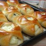 Пирожки из постного дрожжевого теста получаются мягкие и пушистые, долго не черствеют.
