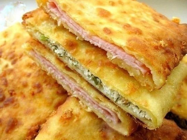 Бесподобные сырные лепешки на кефире: если захотелось вкусненького