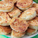 Жареные рулетики из лаваша с сыром - закуска на все случаи
