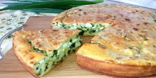 Восхитительный пирог на кефире с яйцом и зеленым луком