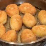 На днях подруга угостила маленькими пирожками из яиц и капусты. Такие классные! мяяягкие, тают во рту. Я сразу выпросила рецепт! Делюсь с вами!