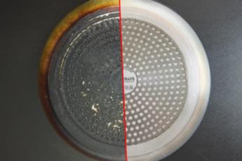 Через 12 часов нагар сам отвалился: отличный способ чистки сковороды 1