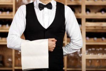 «Женщина, вы не оставили чаевые» — с таким требованием подошел ко мне официант 1