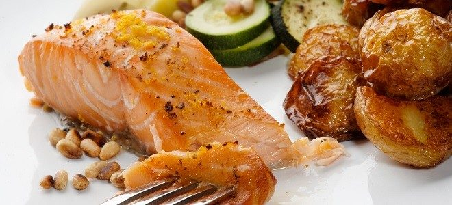 salmon-fillet-with-pine-nuts