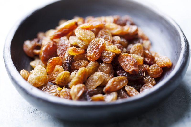 bowl-of-golden-sun-dried-raisins