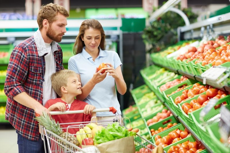 modern-consumers-visiting-grocery-store