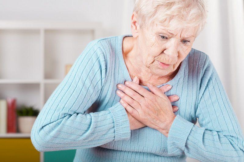 elderly-woman-having-heart-attack