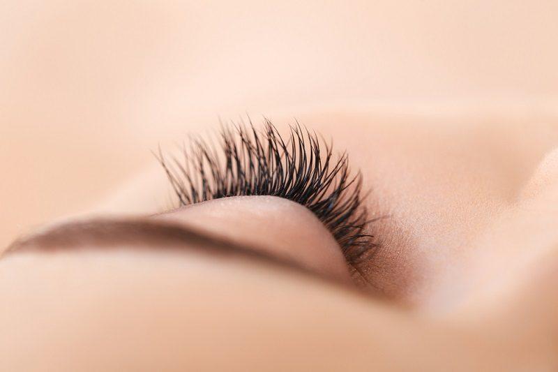 woman-eye-with-long-eyelashes-eyelash-extension