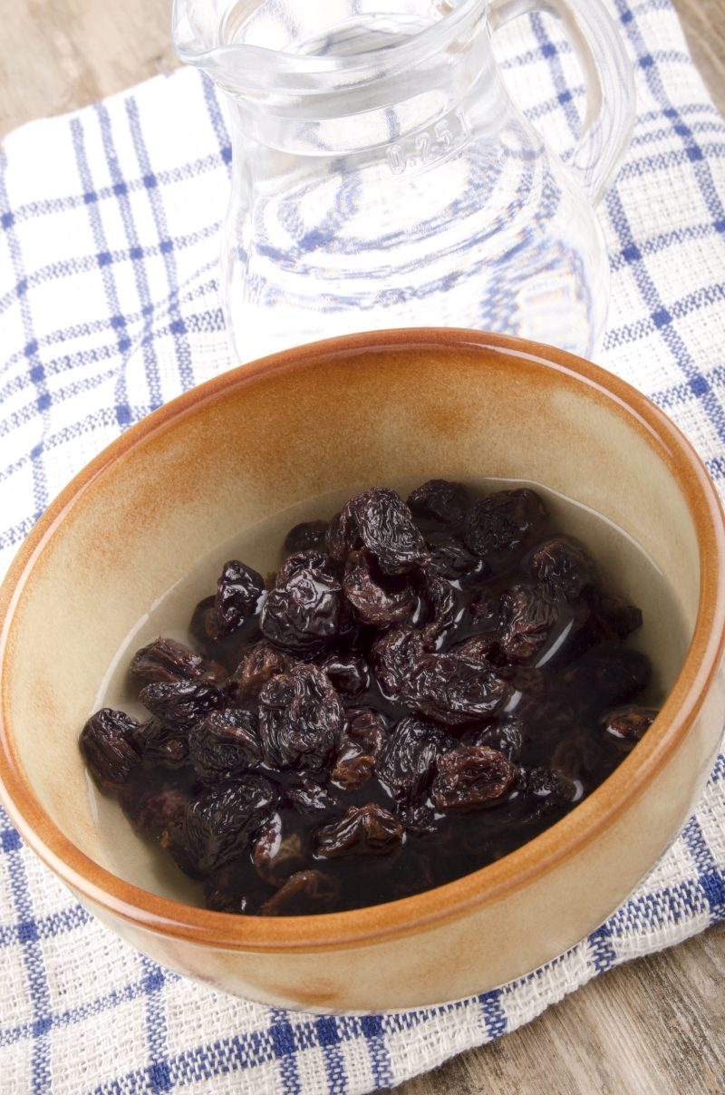 dried-raisins-in-a-bowl-are-prepared-for-baking