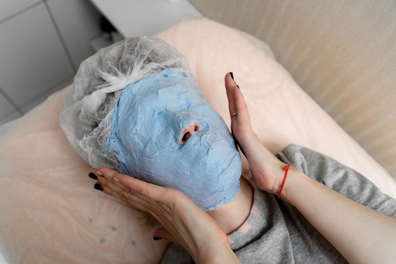 the-imposition-of-a-gypsum-mask-in-cosmetology