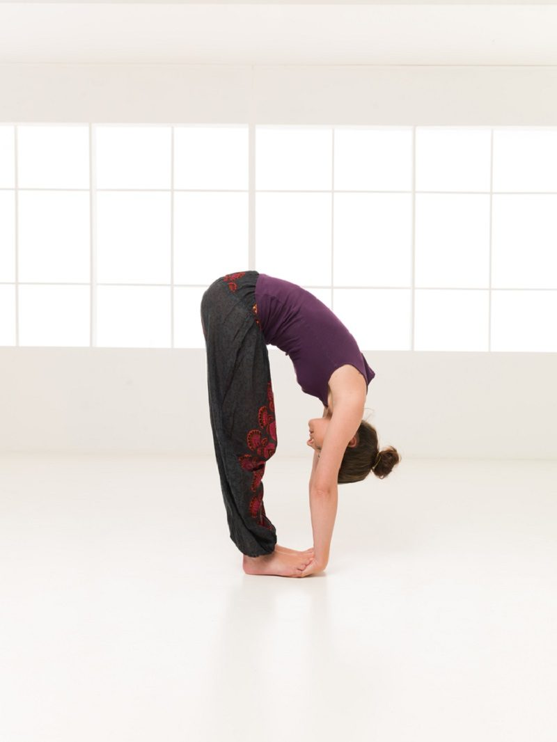 demonstration-of-elasticity-yoga-pose