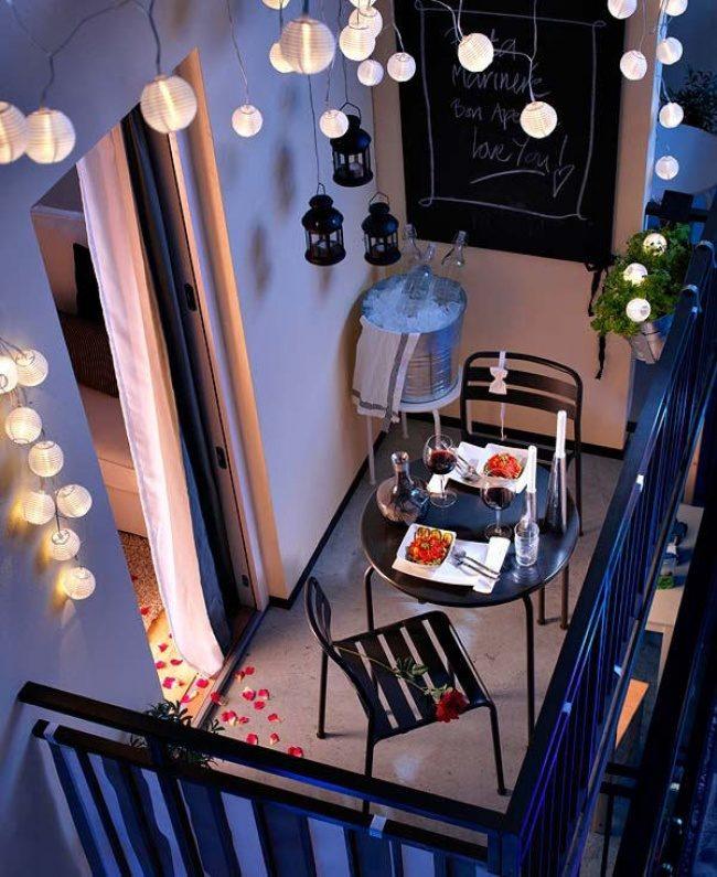 8458015-romantic-balcony-lights_mini-650-e0edd06cdb-1482217741